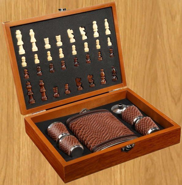 Набор 7 в1 фляжка чешуя, 4 рюмки, воронка, шахматы, 18х24 см 3470684